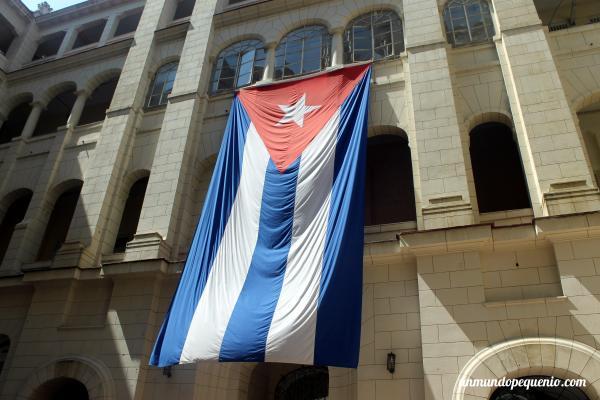 Resultado de imagen para mejores imagenes de la bandera de CUba