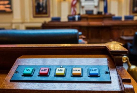 La demócrata de Virginia admite que «no leyó» el proyecto de ley de aborto extremo que copatrocinó