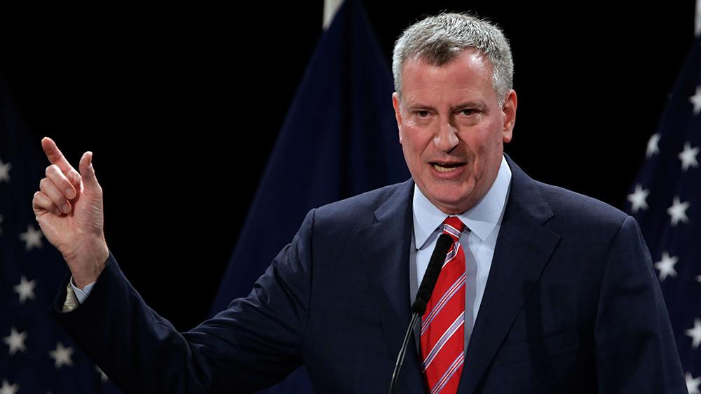 El alcalde de Nueva York, De Blasio, les dice a los ciudadanos: Somos dueños de sus cuerpos y podemos obligarlos a que se los inyecten con lo que queramos