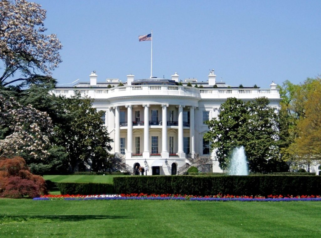 """""""La atmósfera está cambiando"""", la Casa Blanca realiza su primer 'Tiempo de Fe'"""