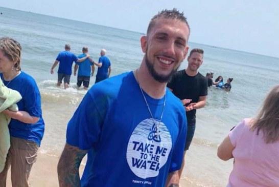Un hombre que iba a saltar de un puente fue bautizado en Cristo