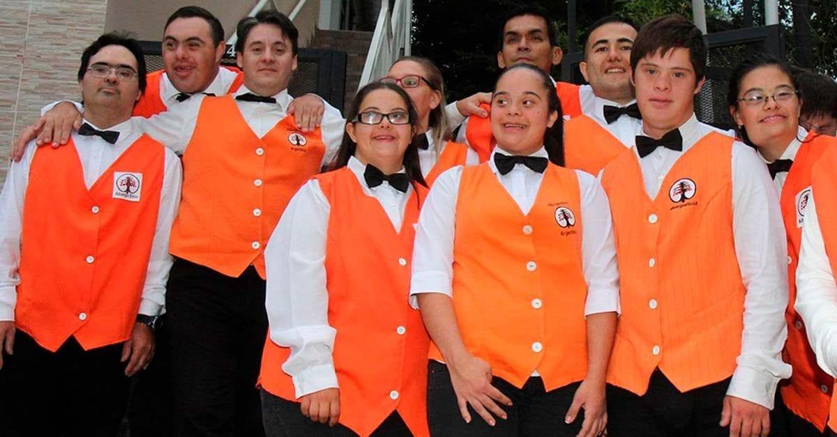 Argentina abre el primer hotel atendido por chicos con Síndrome de Down