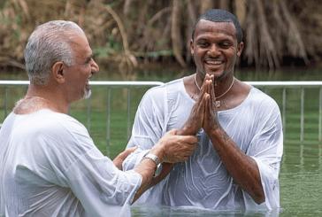 El mariscal de campo de los Houston Texans, Deshaun Watson, bautizado en Israel