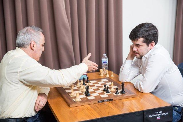 SLRB17 - R2 Kasparov resigns