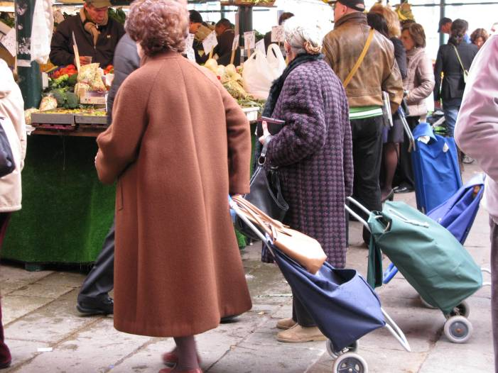 bag-ladies-at-rialto-fish-market