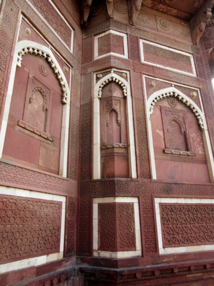 Agra Fort whisper wall