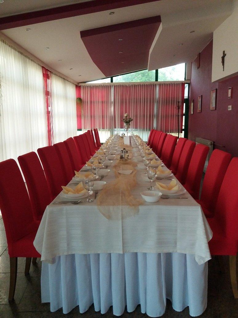 wedding table set at Club 114