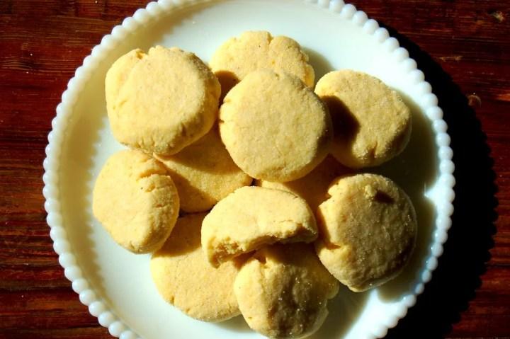 Soft Cornmeal Shortbread Cookies