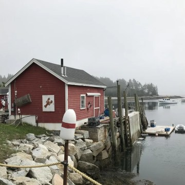 mcloon's lobster shack on harbor maine