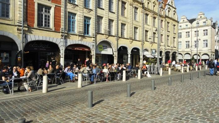 Arras - Place des Héros - Les terrasses des cafés
