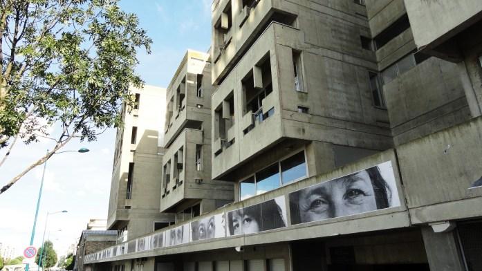 """Centre National de la Danse, Pantin - Collages de JR (Projet Inside Out, """"L'Ourcq, Mon Amour"""")"""