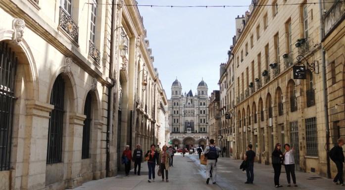 Dijon - Rue Vaillant - Vue sur l'Eglise Saint Michel
