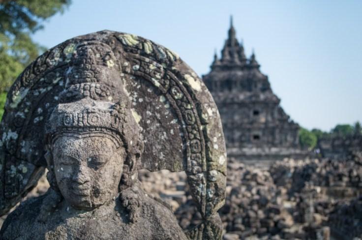 Candi Plaosan et l'un de ses nombreux bouddhas