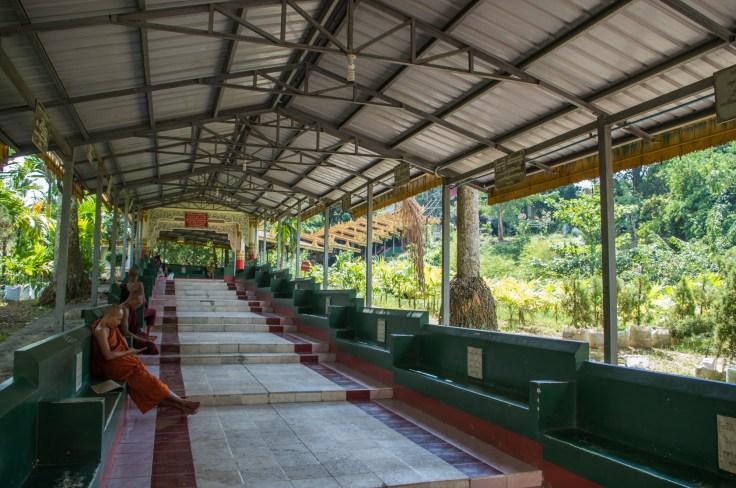 Myanmar - Yangon - Nga Htat Gyi Pagoda