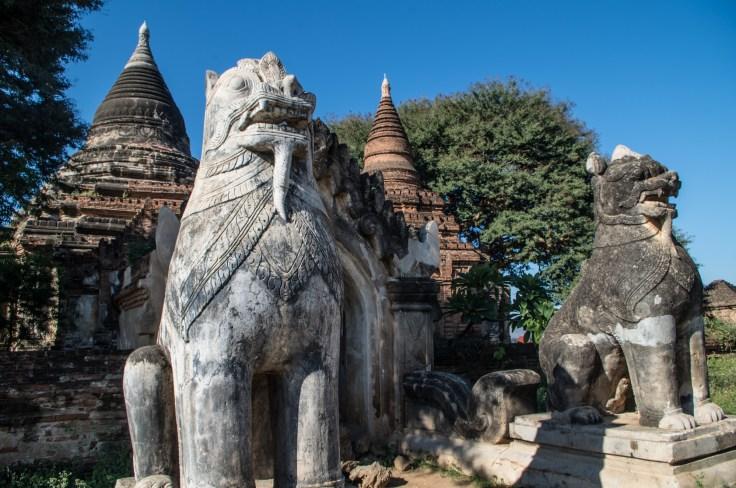 Bagan - Statues