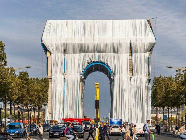 L'Arc de Triomphe devient un sac poubelle