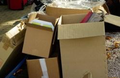 Cartons vide dans la poubelle