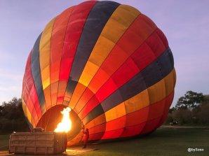 on-gonfle-la-montgolfiere-au-petit-matin