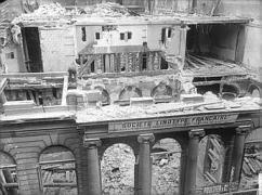 Hôtel de la Chancellerie d'Orléans, au cours de la démolition de mai 1924, 1924, Ministère de la Culture (France) - Médiathèque de l'architecture et du patrimoine - diffusion RMN.