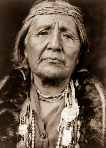 Edward S. Curtis, Une femme de la tribu Hupa, 1923