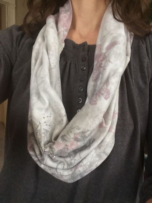 DIY recycled infinity scarf