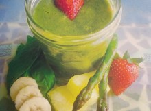 Asparagus spinach fruit smoothie