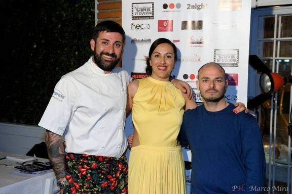 La conduttrice Emy con lo Chef Simone e il suo socio