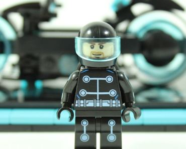 LEGO Reveals A TRON: Legacy Light Cycles Set