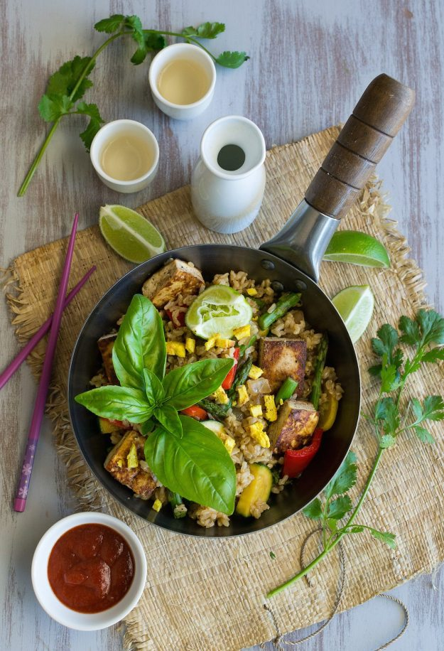 Oil-free Vegetable Fried Rice by An Unrefined Vegan
