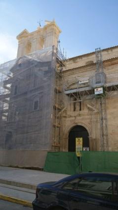 Una de las portadas en restauración