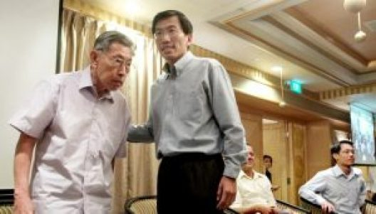 Mr Chiam See Tong with Dr Chee Soon Juan. Image taken from The Independent SG
