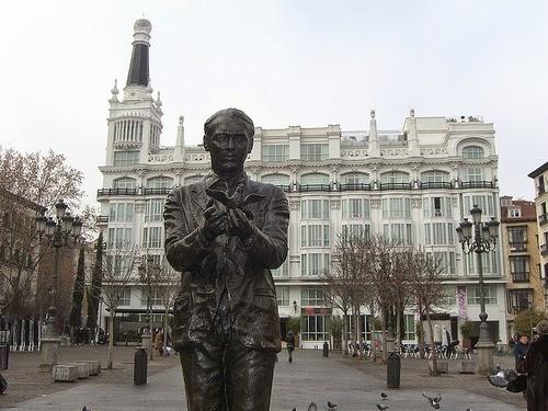 Estatua en la Plaza de sta.Ana (Madrid)