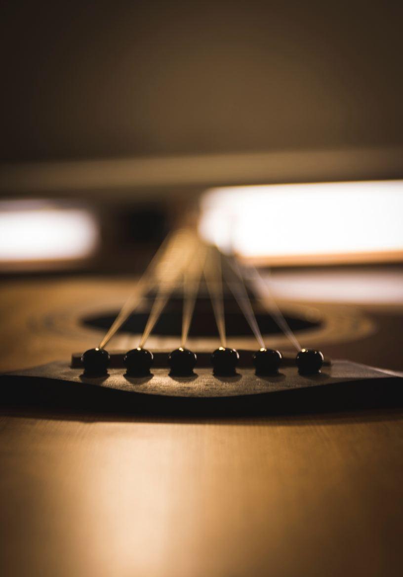 guitarra clásica tumbada