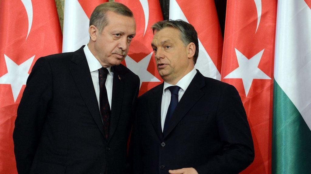 Orbán war der erste EU-Politiker, der dem machthungrigen Erdogan gratulierte