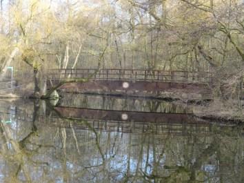 Foto einer Eisenbrücke