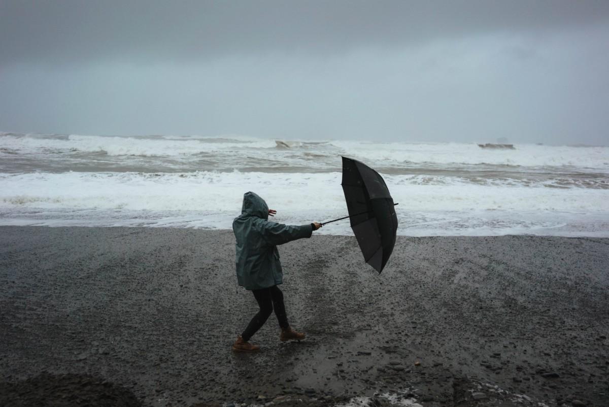 Foto Frau im Sturm