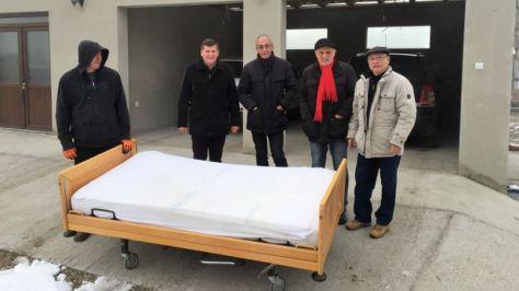 Hilfe für Sacueni, Auslieferung eines Pflegebettes