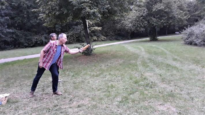 wird mit einem Wurfholz gespielt