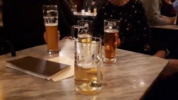 mit Speis und Trank