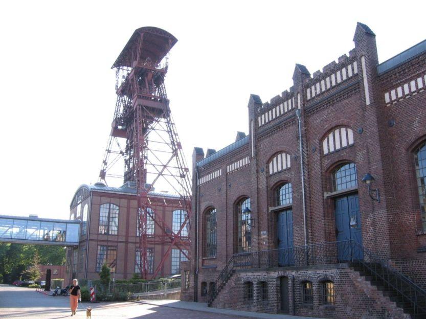 Förderturm Schacht IV Hochstraß mit Maschinenhaus