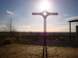 Gipfelkreuz-Mit-Blick-Richtung-Eifel
