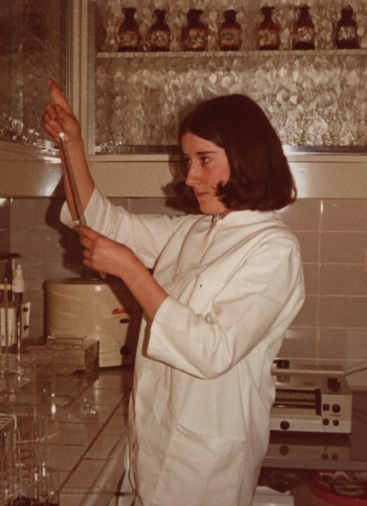 Jutta Loose im Labor, 1971