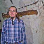 Markus Jung von Siegener Unterwelten in altem Gang.