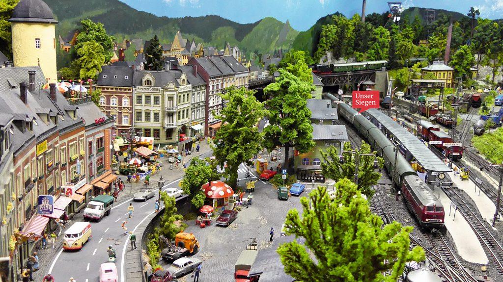 Blick auf Siegen in klein. Andrea und Heiko Weiß erstellten Siegen und das Siegerland auf einer Märklin-Modellbahn. Foto mit freundlicher Genehmigung von Martin Knaden von MIBA-Miniaturbahnen.