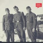 Der Vater von Hans-Peter Fries (links im Bild) als Soldat in Russland. Schwarz-weiß-Aufnahme mit drei Soldaten in Russland. Mit freundlicher Genehmigung von Hans-Peter Fries.