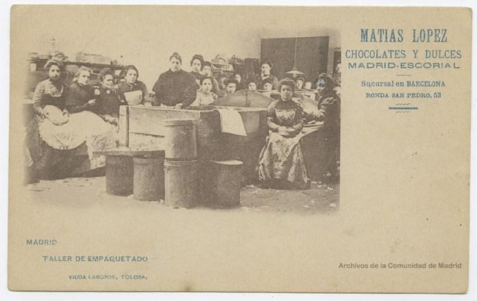 Establecimiento de chocolates Matías López. Taller de empaquetado. Archivo Regional CAM