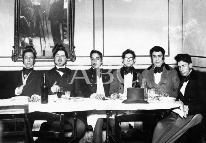 Ramón Gómez de la Serna organizó un banquete Romántico en el Café de Pombo celebrado en 1923 con motivo del aniversario de la muerte de Larra. Fotografía ABC