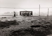 Paco Gómez. Travía en el Paseo de Extremadura. Toma, año 1958. Copia realizada en el estudio de Juan Manuel Castro Prieto, año 2006. Colección RABASF
