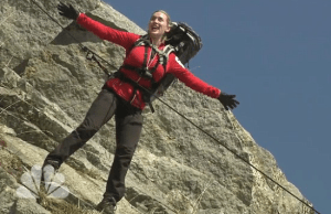 """Kate Winslet Recreated Her Iconic """"Titanic"""" Scene With Bear Grylls"""