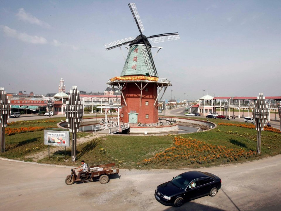 also-known-as-pudongs-nederland-holland-town-is-a-pastichevillage-made-of-dutch-stereotypespulled-from-amsterdam-and-the-kattenbroek-neighborh